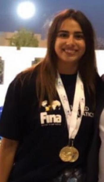 طالبة جامعة الأميرة سميّة ليديا الصفدي تفوز بذهبية البطولة الصيفية للسباحة