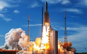 فرنسا ..  أريان 5 يحمل قمرين اصطناعيين إلى الفضاء