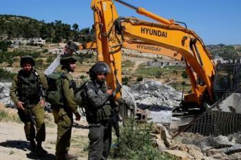 الاحتلال يخطر بهدم 25 منزلا في الساوية جنوب نابلس