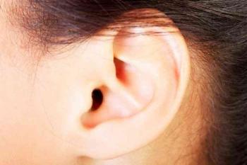 علامة في الأذن تنذر بخطر صحي