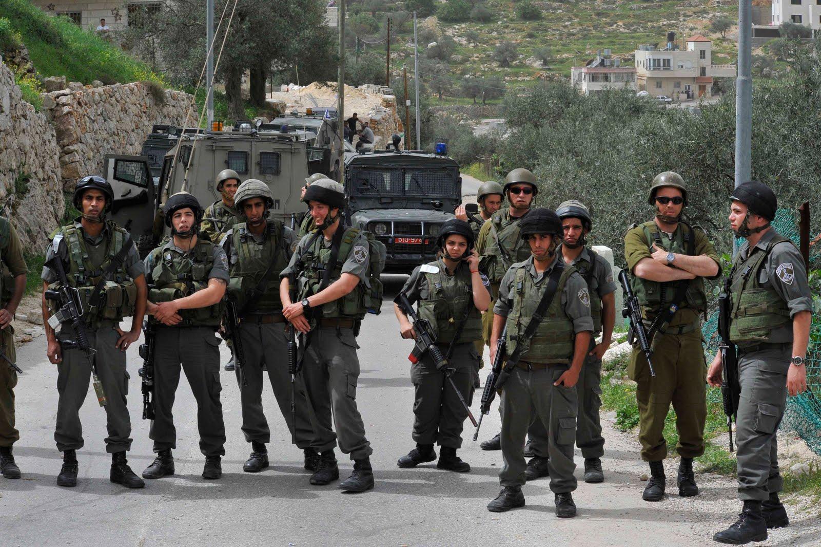 جيش الاحتلال يخلي اهالي خربة طانا شرق نابلس