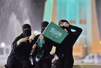 السعودية تحذر الفتيات من الرقص فوق المركبات