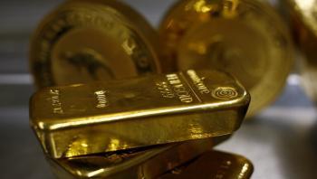 الذهب يرتفع بفعل هبوط الدولار