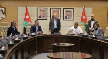 اتفاقيات لتشغيل 735 أردنيا بالصناعة ..  والحكومة تتكفل بنصف الراتب
