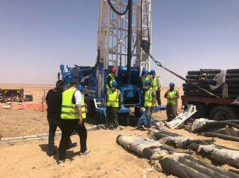 وزير المياه يتفقد حفر ابار المشاريع الريادية في المدورة والبادية