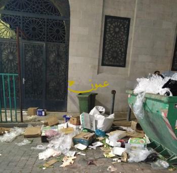 مكرهة صحية أمام مسجد إربد الكبير (صور)