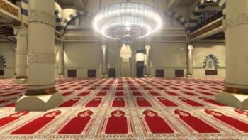 توقيف اعلامي بعد بثه فيديو يؤكد مشاركته بصلاة الجمعة