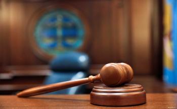 بسبب مصابيح إضاءة ..  محكمة أمريكية تعوض 3 معلمين بـ185 مليون دولار