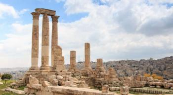 عطاء صادر عن وزارة السياحة لإعادة تأهيل مركز خدمات جبل القلعة