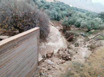 حصر الأضرار بعيون المياه نتيجة الأمطار في الكرك