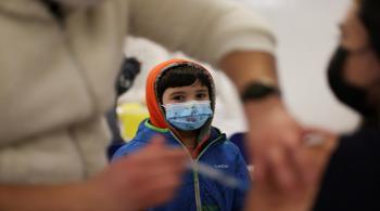 الصحة: 20 ألف شخص أقل من 18 عاما تلقوا لقاح كورونا منذ الأحد