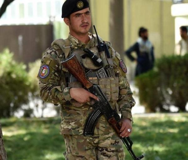 عنصر أمن أفغاني