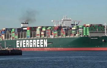 السفينة الجانحة بقناة السويس قد تعطل الملاحة أسابيع