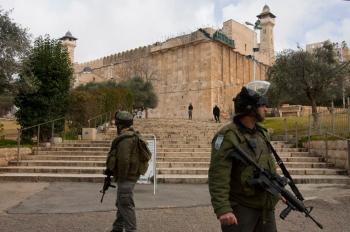 الاحتلال يغلق الحرم الإبراهيمي أمام المصلين