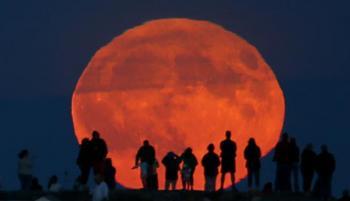 قمر الحصادين يضيء سماء المملكة الليلة
