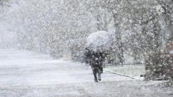 طقس العرب: تزايد فرص وشدة الزخات الثلجية على مرتفعات الوسط خلال الساعات القادمة