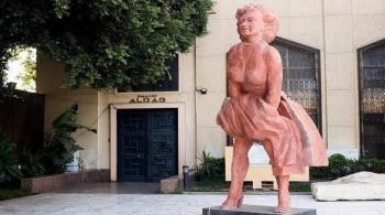 بالصور: نسخة مصرية لتمثال مارلين مونرو بالأوبرا تثير سخرية المصريين