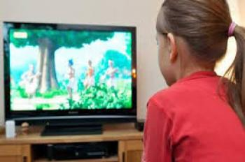 الصحة العالمية تحذر من جلوس الأبناء أمام الشاشات والألعاب
