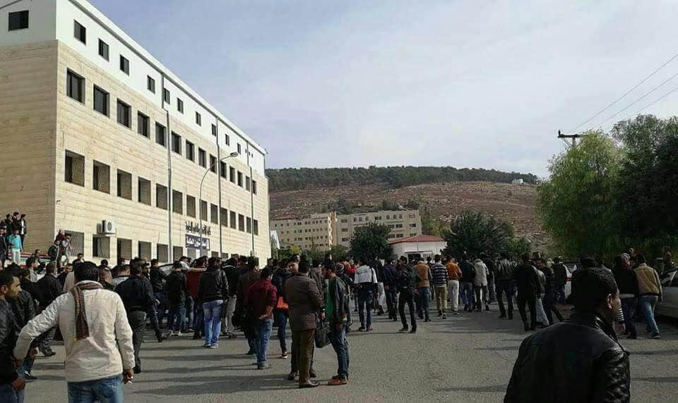 طلبة يحتجزون رئيس جامعة جرش بعد تصريحاته عن المفرق
