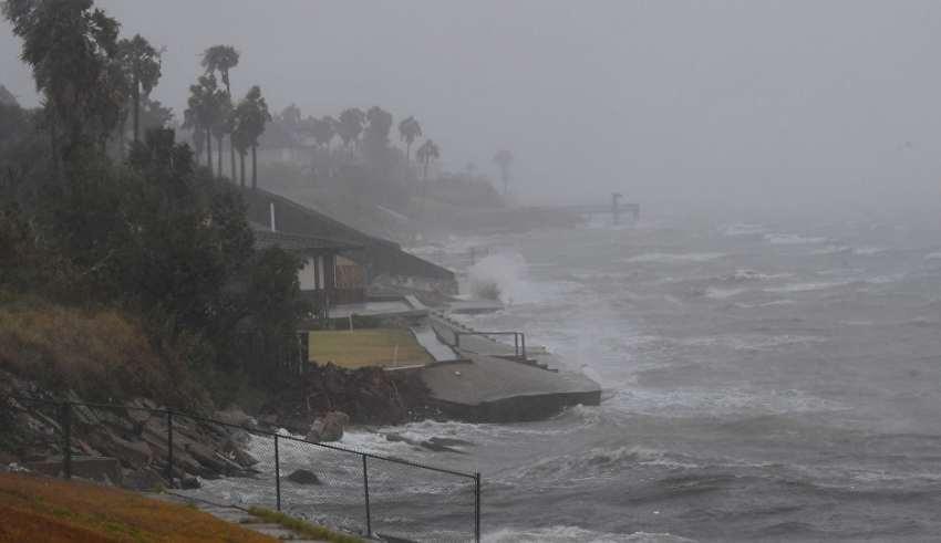 الإعصار لان يقترب من اليابان