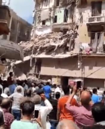 مصر ..  انهيار عقار مأهول بالسكان في الإسكندرية