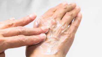 خلطات لعلاج جفاف اليدين من المنظفات ..  منها خل التفاح
