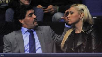 قبل رحيله ..  رسالة مؤثرة من مارادونا لزوج صديقته السابقة