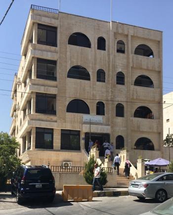 المظالم اصبحت اراضي غرب عمان والسكان يشتكون