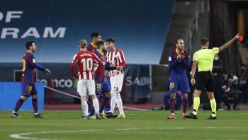 مانزانو ..  طرد ميسي وحمل أكياس ريال مدريد