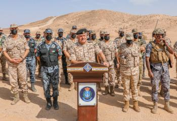 رئيس هيئة الأركان يتابع مجريات التمرين التعبوي أسود الصحراء
