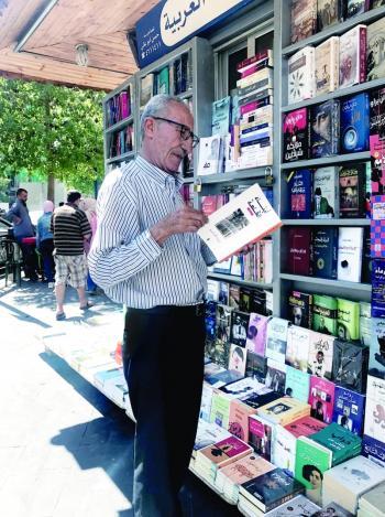 الأمانة تصادر كتب كشك ابو علي في وسط البلد بـ ضاغطة نفايات