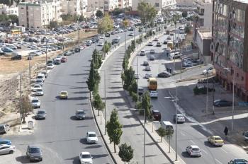 ضبط شخص اغلق شارع الجامعة الأردنية وقام بايذاء نفسه