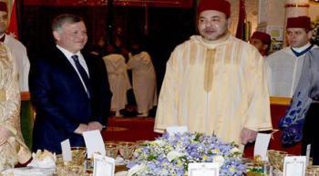 العاهل المغربي يقيم حفل عشاء على شرف جلالة الملك (فيديو)