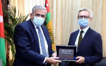 الجامعة الأردنية والسفارة النرويجية تبحثان أوجه التعاون
