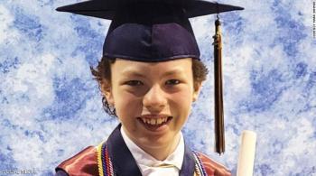 الطفل النابغة ..  يتخرج من الثانوية والجامعة في عمر 12 عاما