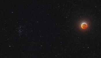إشراق القمر في التربيع الأخير يزين سماء منتصف الليل