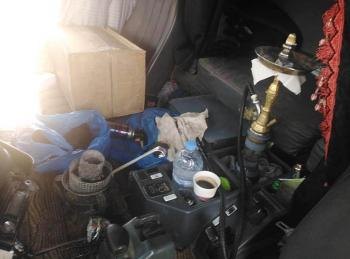 ضبط سائق يدخن الارجيلة اثناء القيادة على الصحراوي