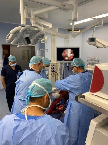 الخدمات الطبية تجري عملية نقل وتر نوعية بمساعدة منظار الكتف