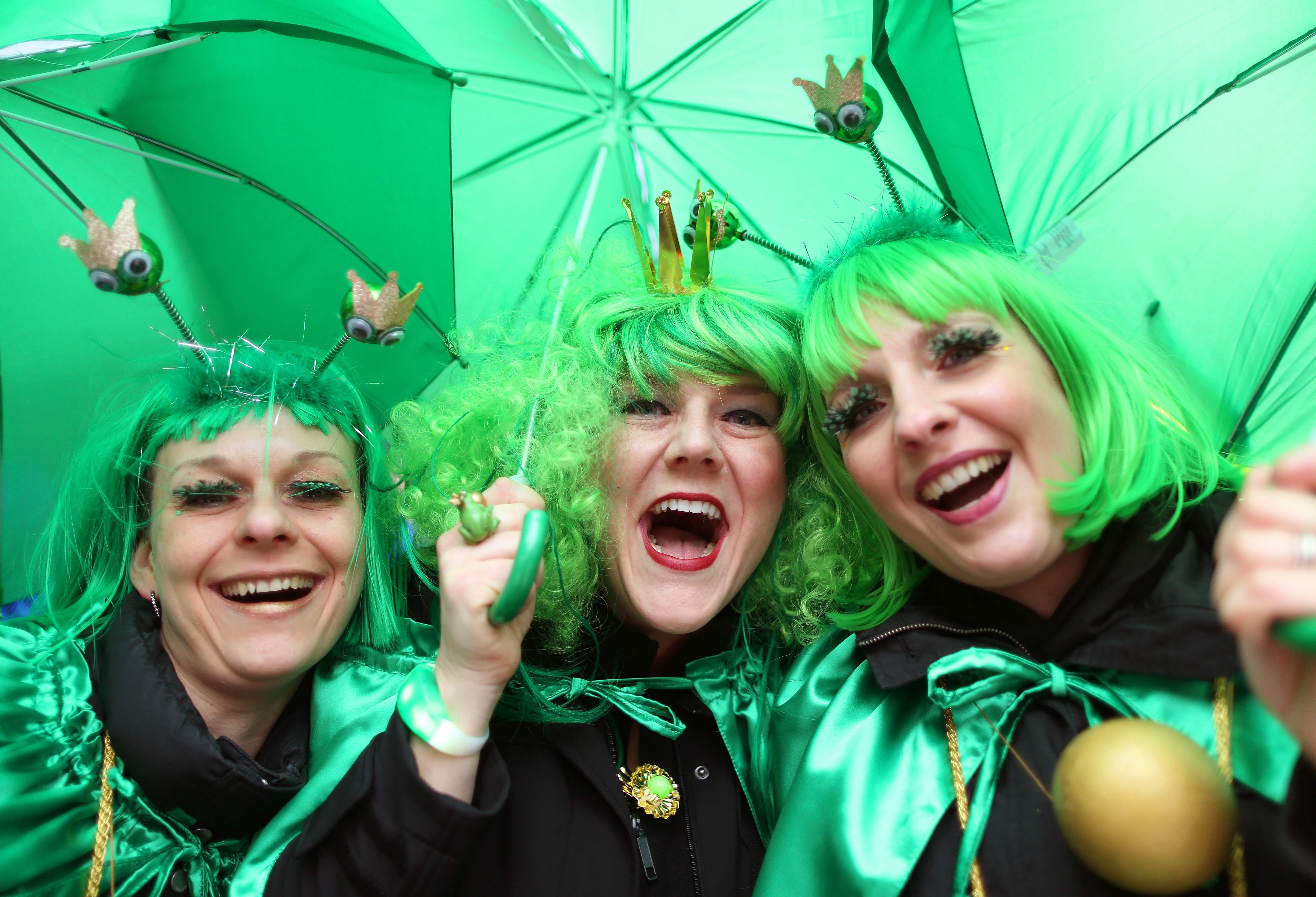 ألمانيا تبدأ احتفالات مهرجان النساء (صور)