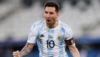 حارس الأرجنتين يتعهد بإهداء ميسي كأس العالم