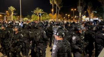 الاحتلال يصيب ويعتقل عددا من الفلسطينيين بمحيط باب العامود في القدس
