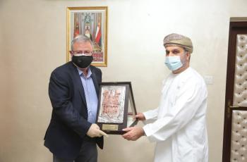 وفد من جامعة البترا يزور السفارة العمانية