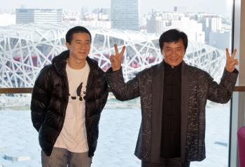 لماذا حرم جاكي شان ابنه الوحيد من الميراث؟