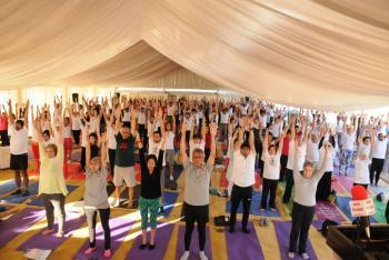 السفارة الهندية في عمان تحتفل باليوم العالمي لليوغا