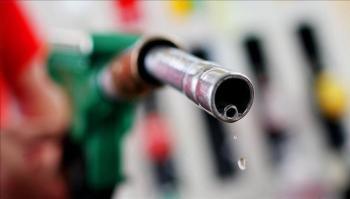 الحكومة رفعت أسعار البنزين 7 مرات خلال 2021 بمجموع 3.2 دينارا للتنكة