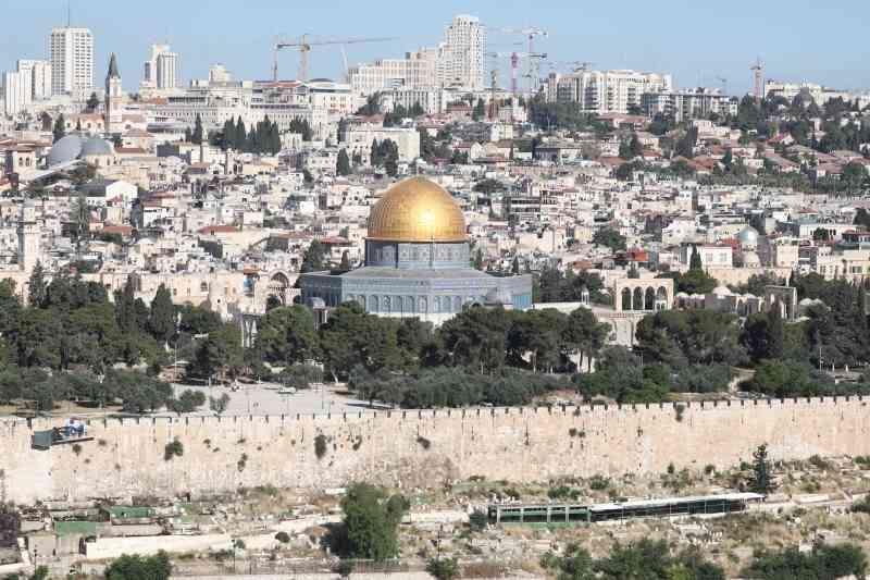 الاحتلال يعتقل 16 فلسطينيا بالضفة والقدس