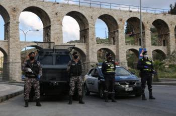مخالفة 61 مواطنا لعدم الالتزام بأوامر الدفاع في عمان