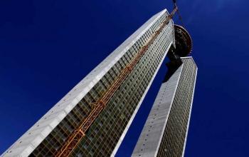 بعد 17 عاماً ..  اكتمال بناء أطول مبنى سكني في أوروبا