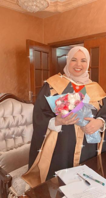 شقيقة الكاتب الصحفي مصطفى خريسات مبارك الماجستير