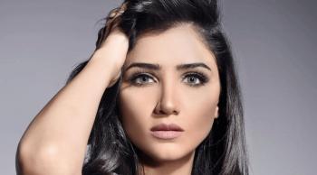 الفنانة مي عمر تعلن إصابتها بمرض غامض